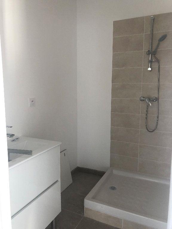 Appartement à louer 3 64.02m2 à Manosque vignette-3