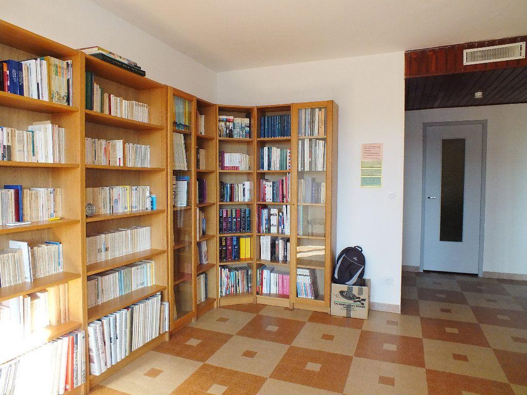 Appartement à vendre 4 67.34m2 à Manosque vignette-2