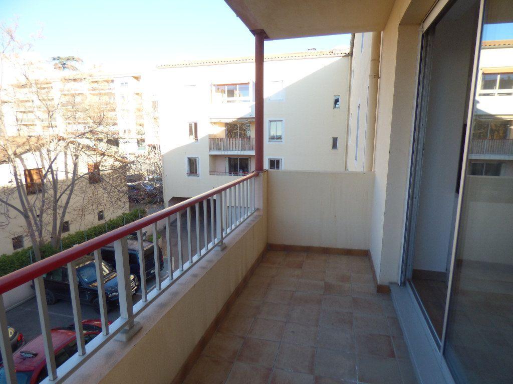 Appartement à vendre 3 70.53m2 à Manosque vignette-4