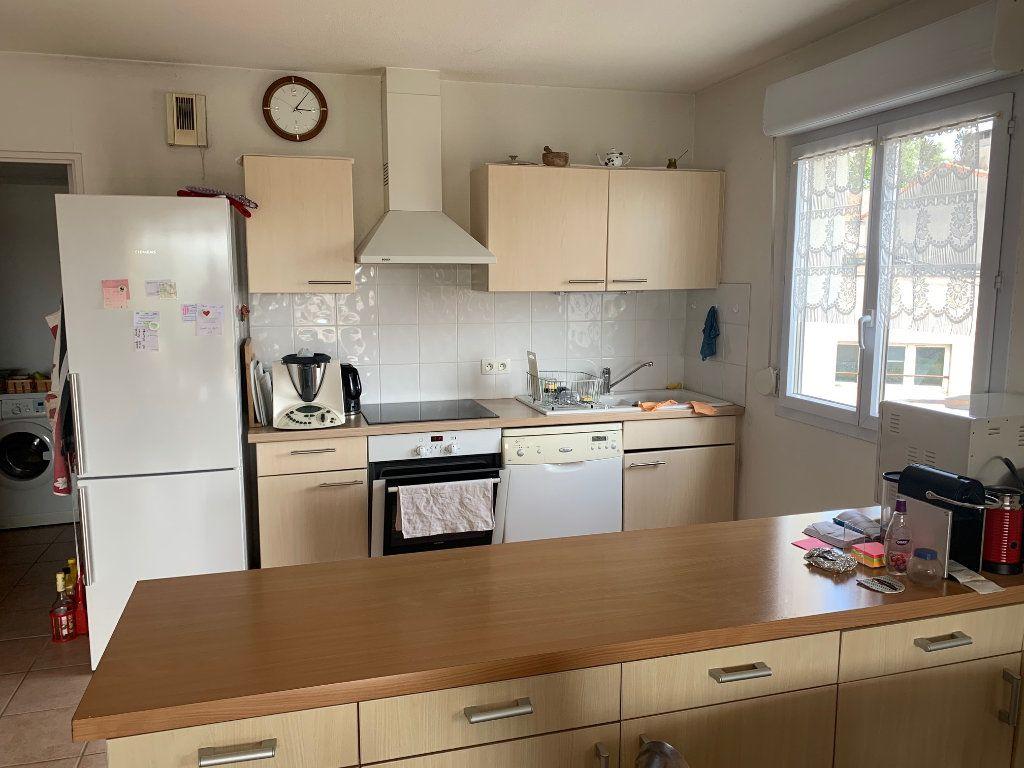 Appartement à louer 3 80.26m2 à Manosque vignette-2
