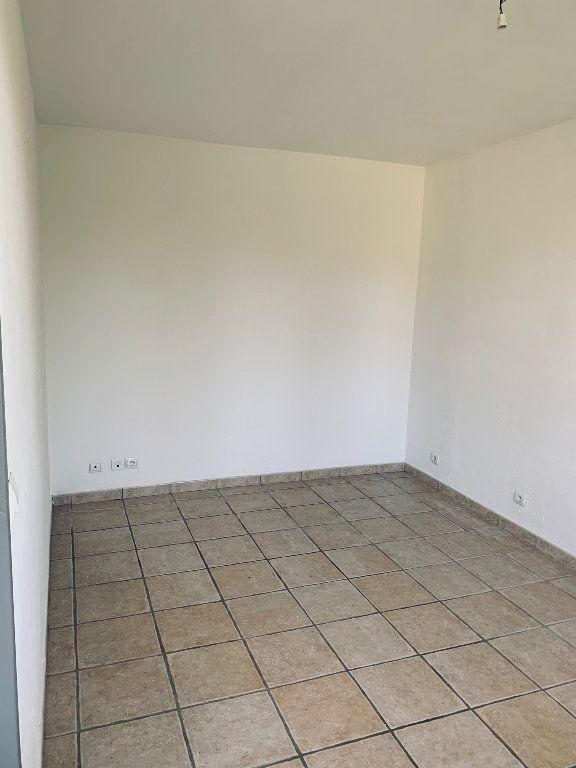 Appartement à louer 3 69.26m2 à Manosque vignette-3