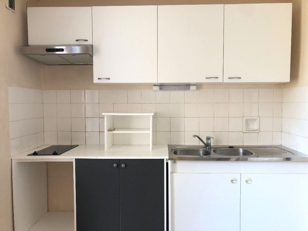Appartement à louer 3 57.3m2 à Manosque vignette-1