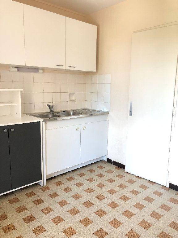 Appartement à louer 3 57.3m2 à Manosque vignette-3