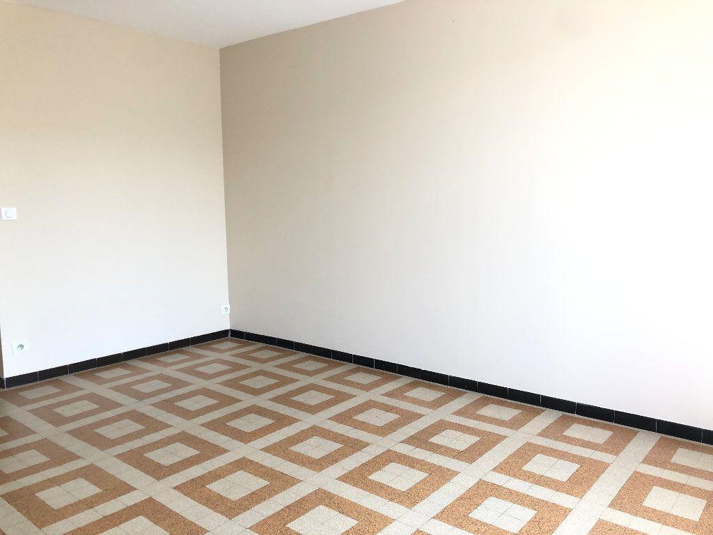 Appartement à louer 3 57.3m2 à Manosque vignette-4