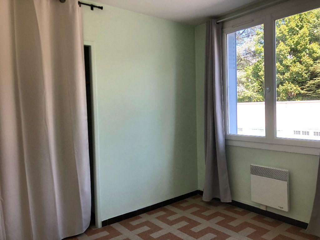 Appartement à louer 3 57.3m2 à Manosque vignette-8