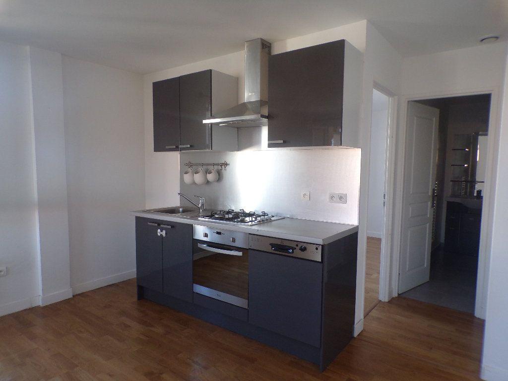 Appartement à louer 2 40m2 à La Bastide-des-Jourdans vignette-2