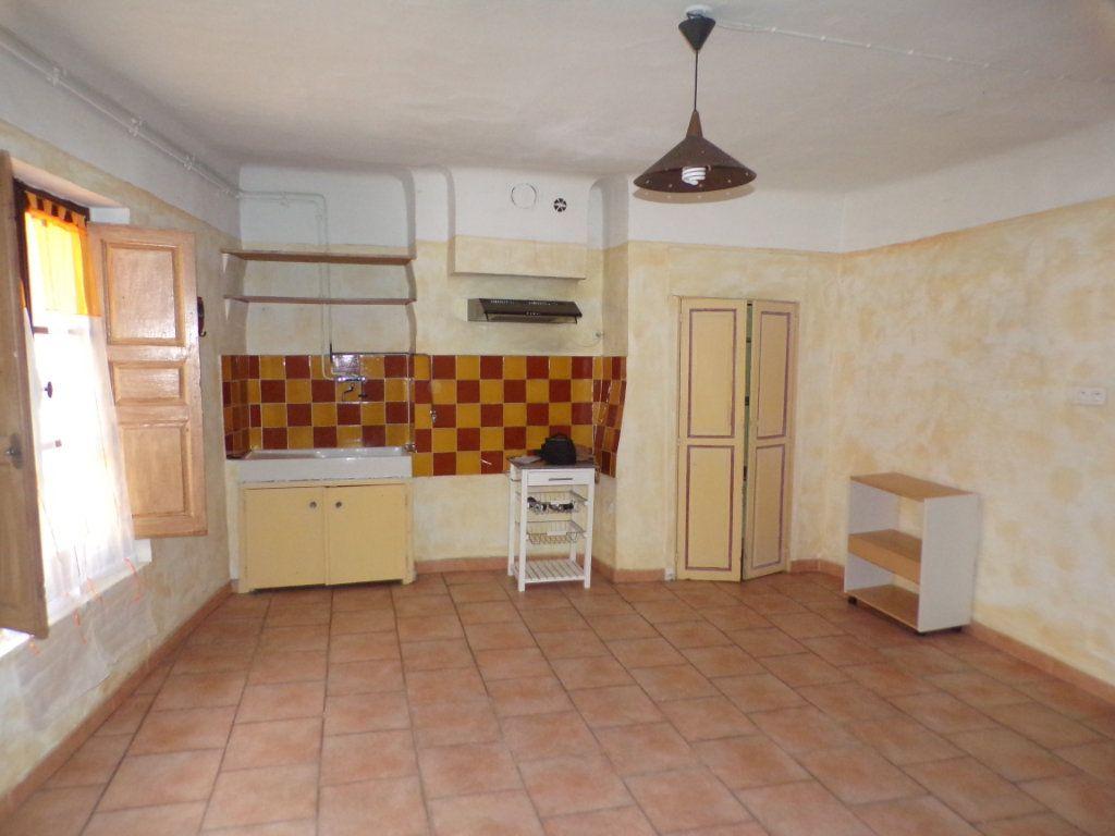 Appartement à louer 2 70m2 à La Tour-d'Aigues vignette-1
