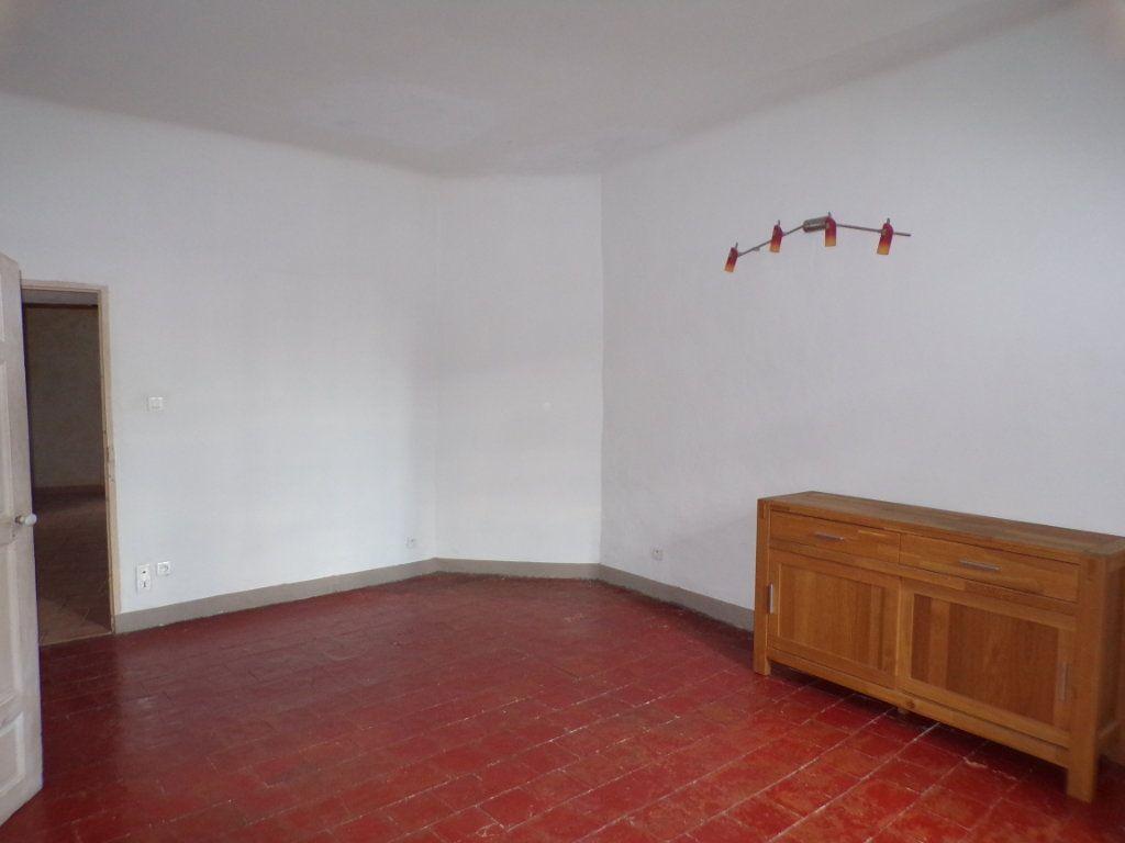 Appartement à louer 2 70m2 à La Tour-d'Aigues vignette-2