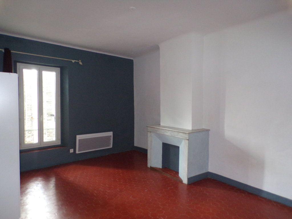 Appartement à louer 2 70m2 à La Tour-d'Aigues vignette-3