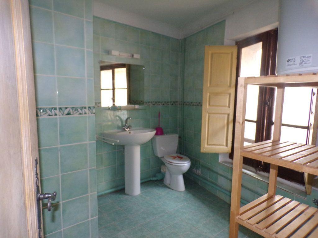 Appartement à louer 2 70m2 à La Tour-d'Aigues vignette-4