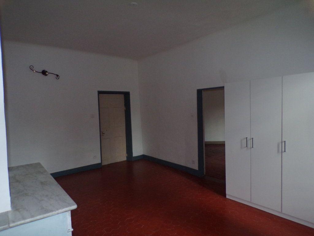 Appartement à louer 2 70m2 à La Tour-d'Aigues vignette-5