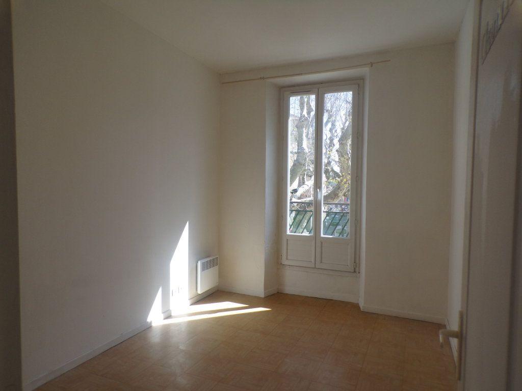 Appartement à louer 3 50.6m2 à La Tour-d'Aigues vignette-2