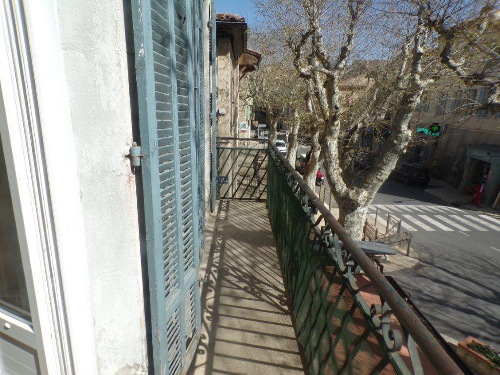 Appartement à louer 3 50.6m2 à La Tour-d'Aigues vignette-7