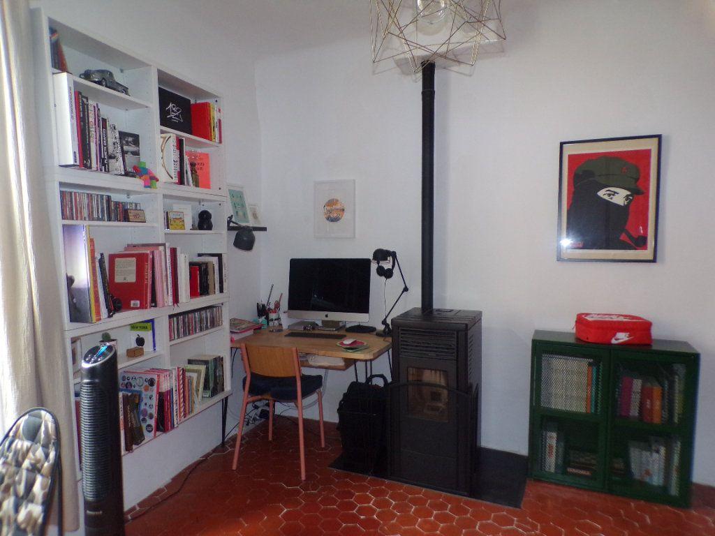 Maison à vendre 4 80m2 à La Tour-d'Aigues vignette-4