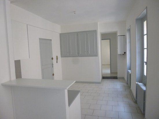 Appartement à louer 3 54m2 à Carpentras vignette-1