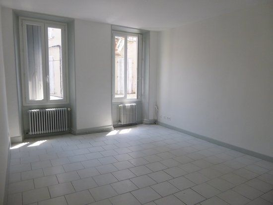 Appartement à louer 3 54m2 à Carpentras vignette-3