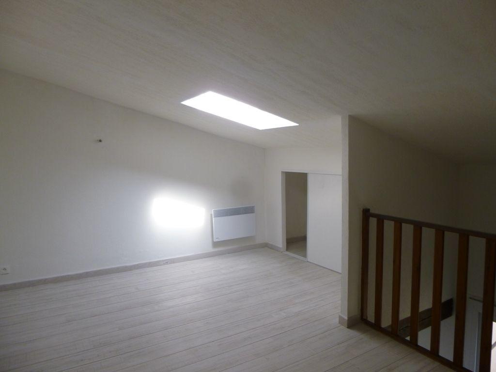 Maison à louer 3 85m2 à Carpentras vignette-8