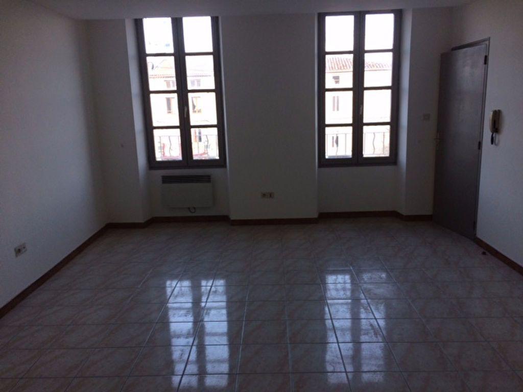 Appartement à louer 3 65m2 à Carpentras vignette-1