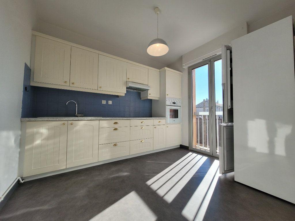 Appartement à vendre 3 81.01m2 à Carpentras vignette-2