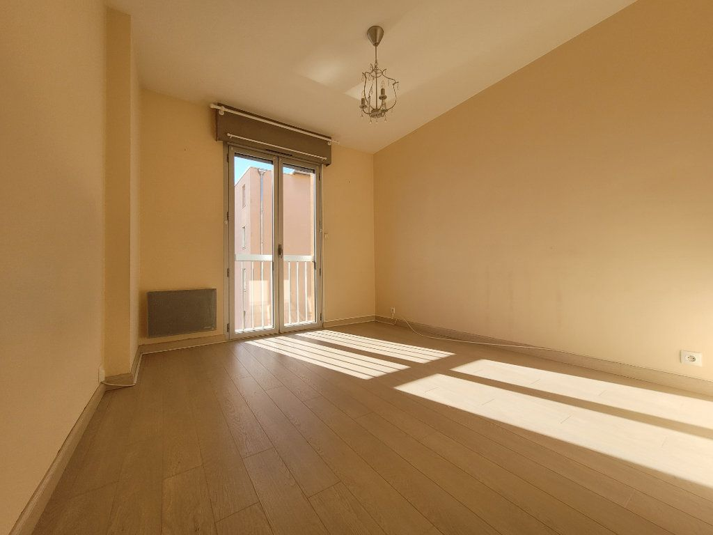 Appartement à vendre 3 81.01m2 à Carpentras vignette-3