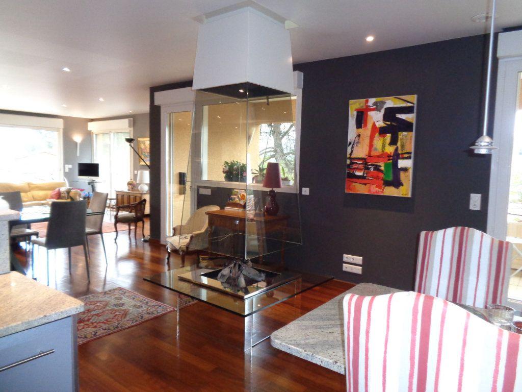 Appartement à vendre 4 163m2 à Vaison-la-Romaine vignette-1