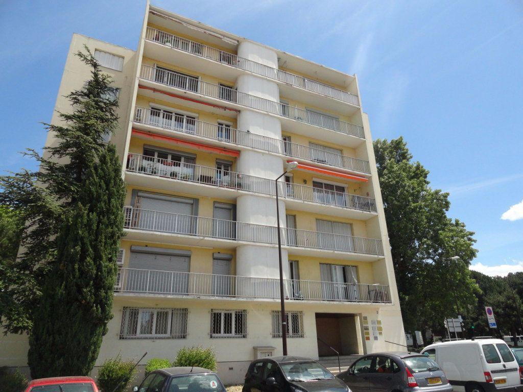 Appartement à vendre 3 70m2 à Avignon vignette-1