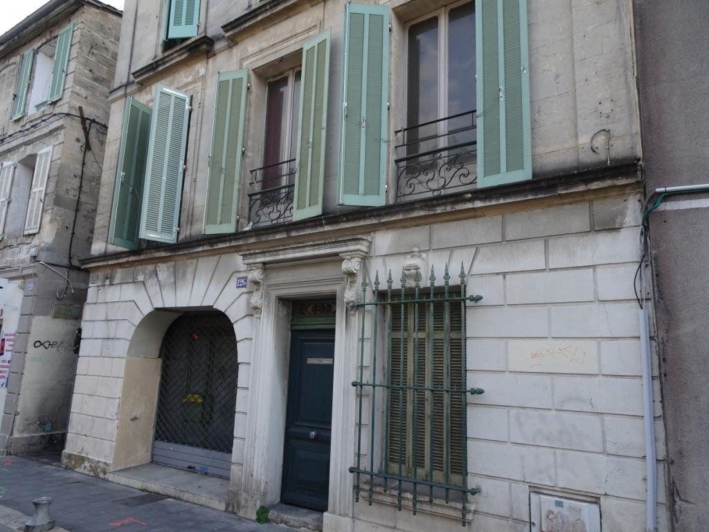 Appartement à vendre 4 130m2 à Avignon vignette-1