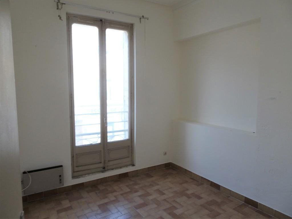 Appartement à vendre 4 130m2 à Avignon vignette-2