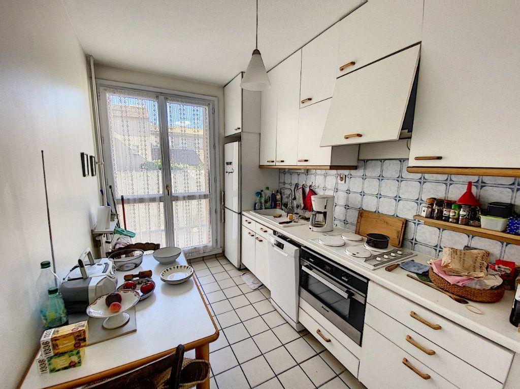 Appartement à vendre 3 71m2 à Avignon vignette-4