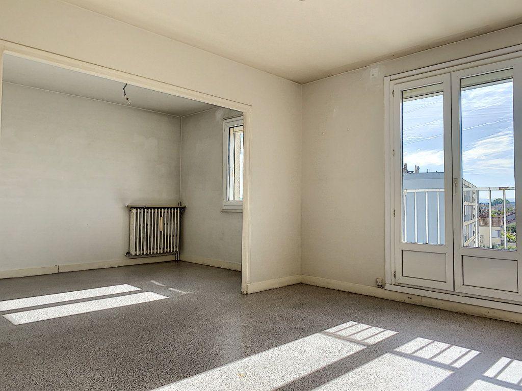 Appartement à vendre 2 60.05m2 à Avignon vignette-1