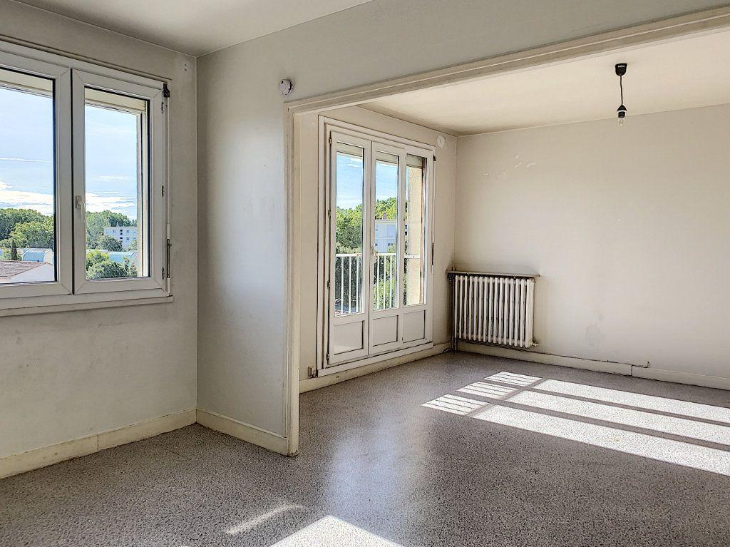 Appartement à vendre 2 60.05m2 à Avignon vignette-2