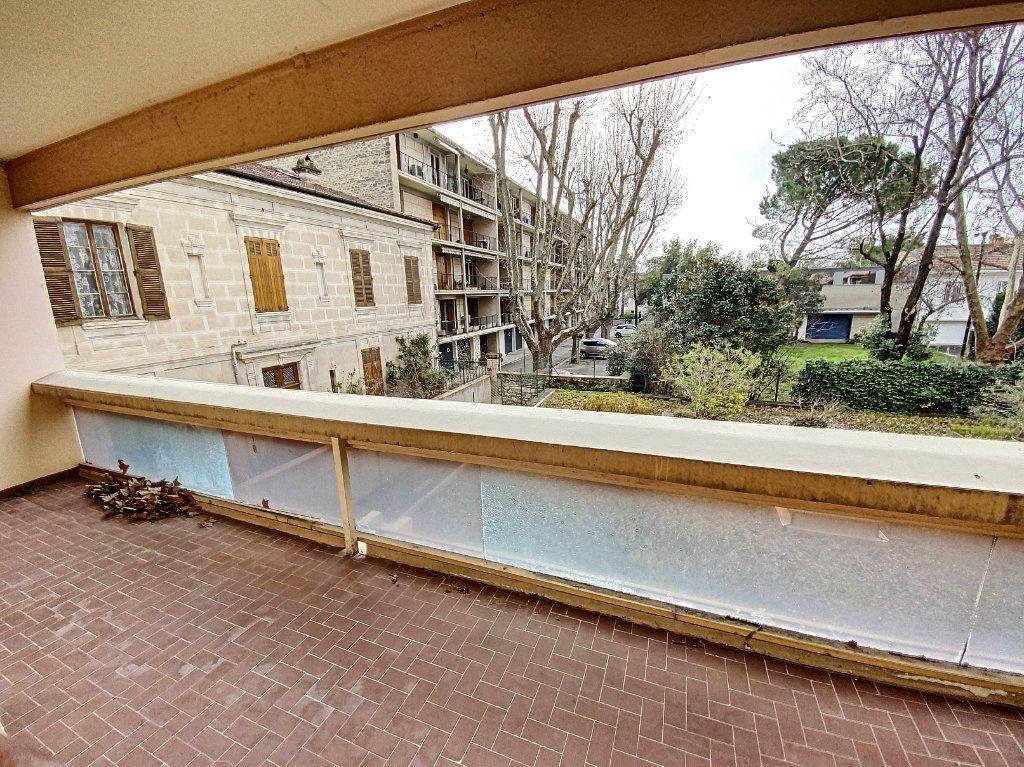 Appartement à vendre 4 101m2 à Avignon vignette-1