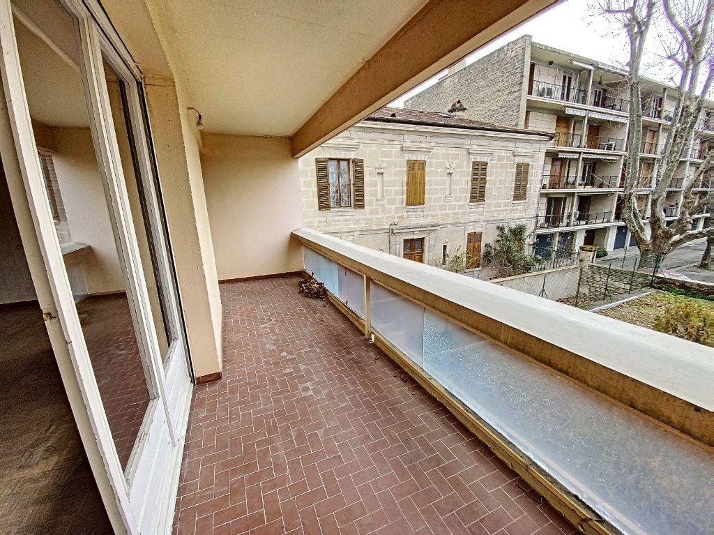 Appartement à vendre 4 101m2 à Avignon vignette-2