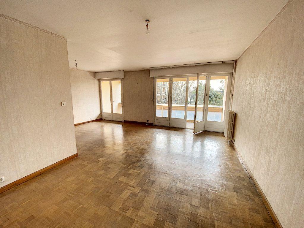 Appartement à vendre 4 101m2 à Avignon vignette-3
