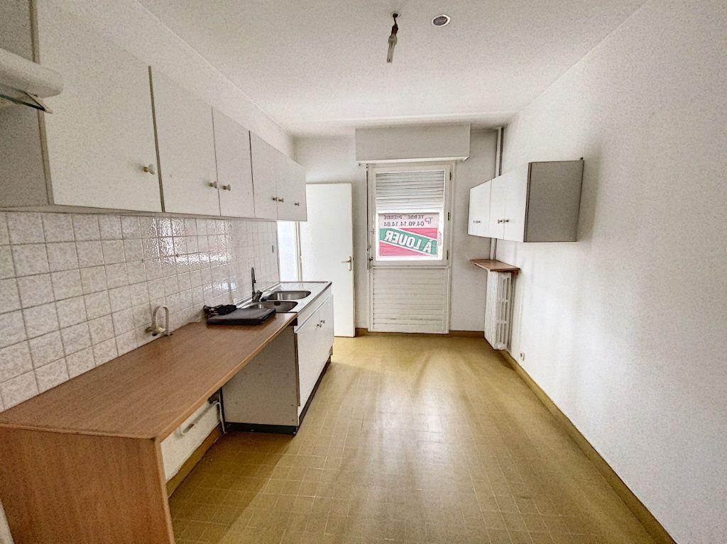 Appartement à vendre 4 101m2 à Avignon vignette-4