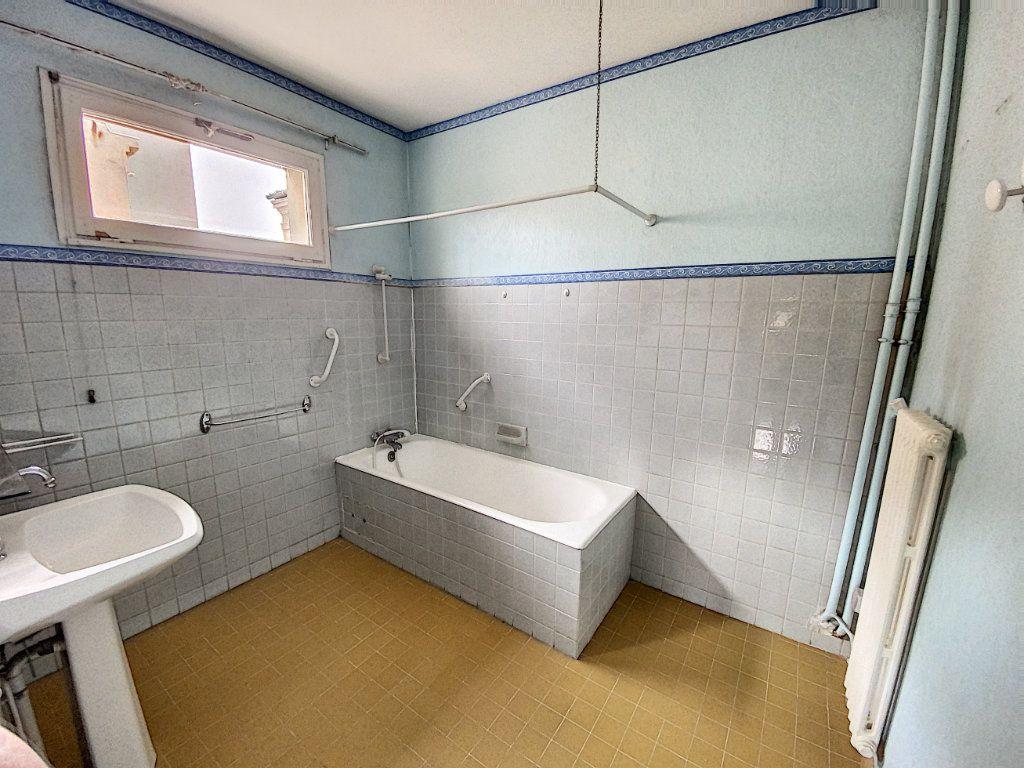 Appartement à vendre 4 101m2 à Avignon vignette-7