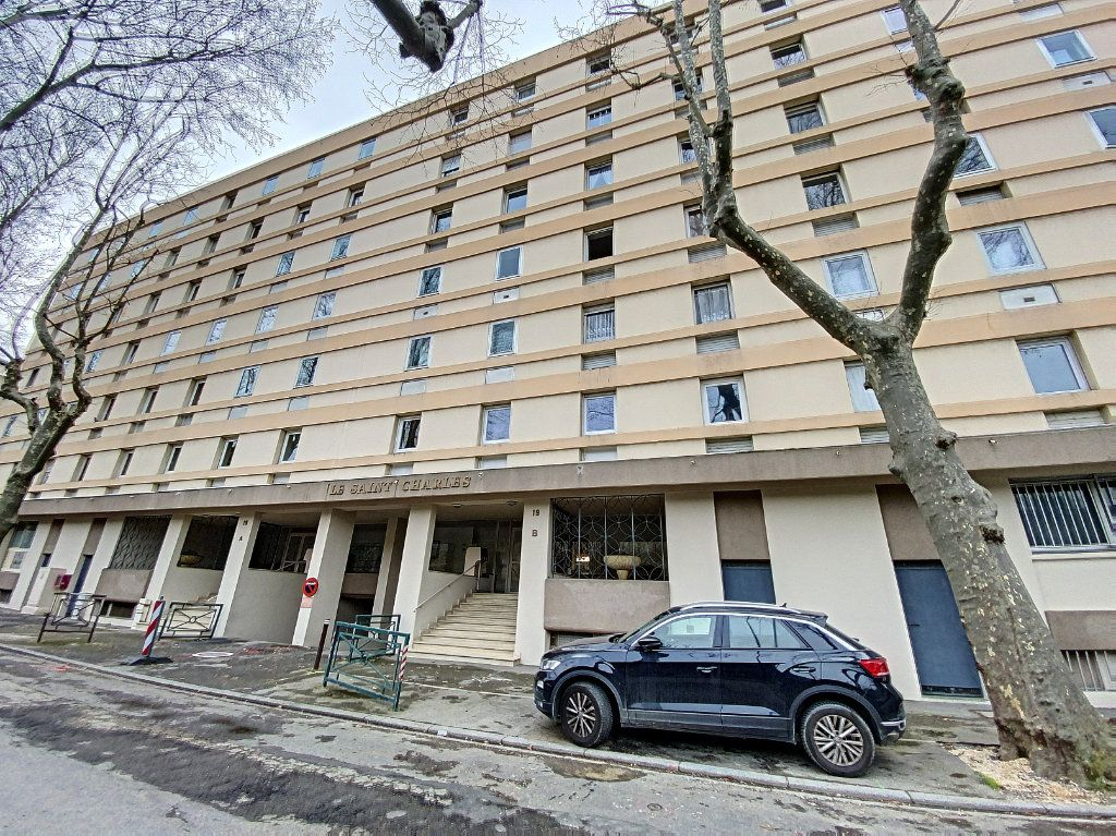 Appartement à vendre 4 101m2 à Avignon vignette-8