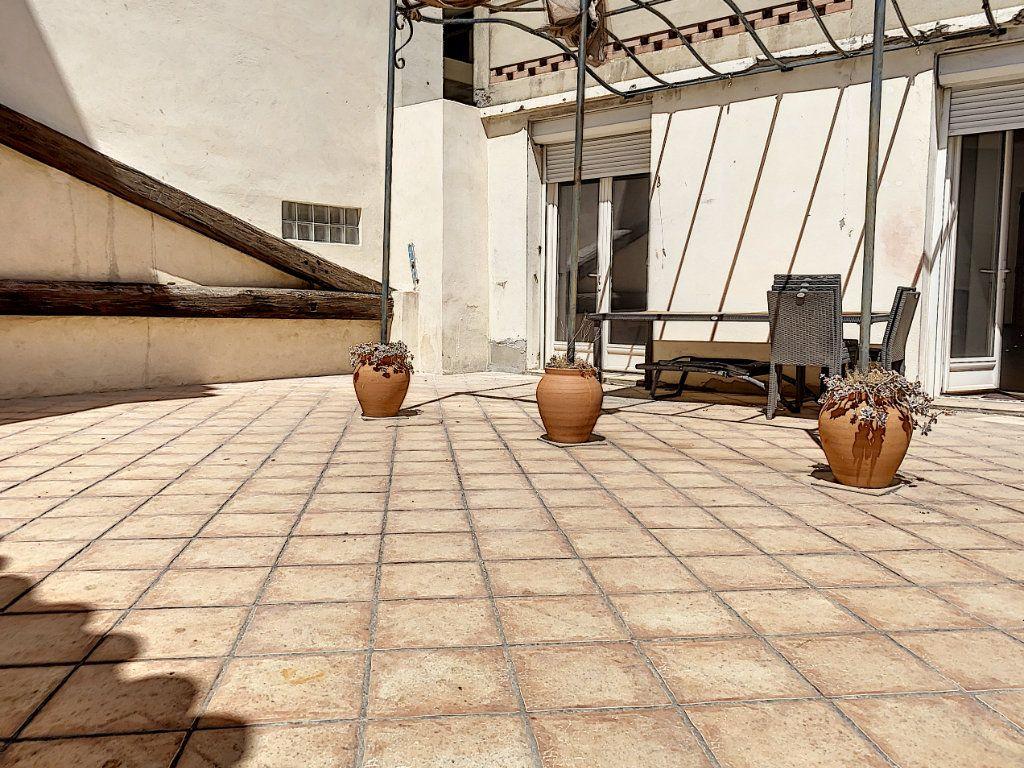Appartement à vendre 3 92.73m2 à Avignon vignette-1