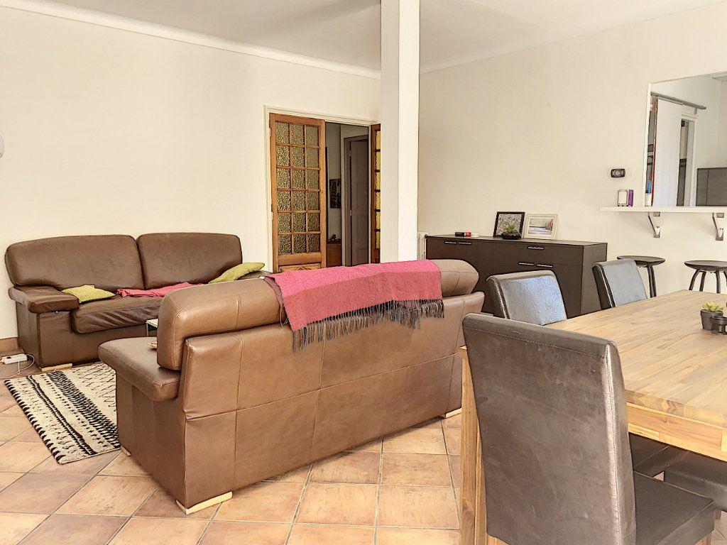 Appartement à vendre 3 92.73m2 à Avignon vignette-4