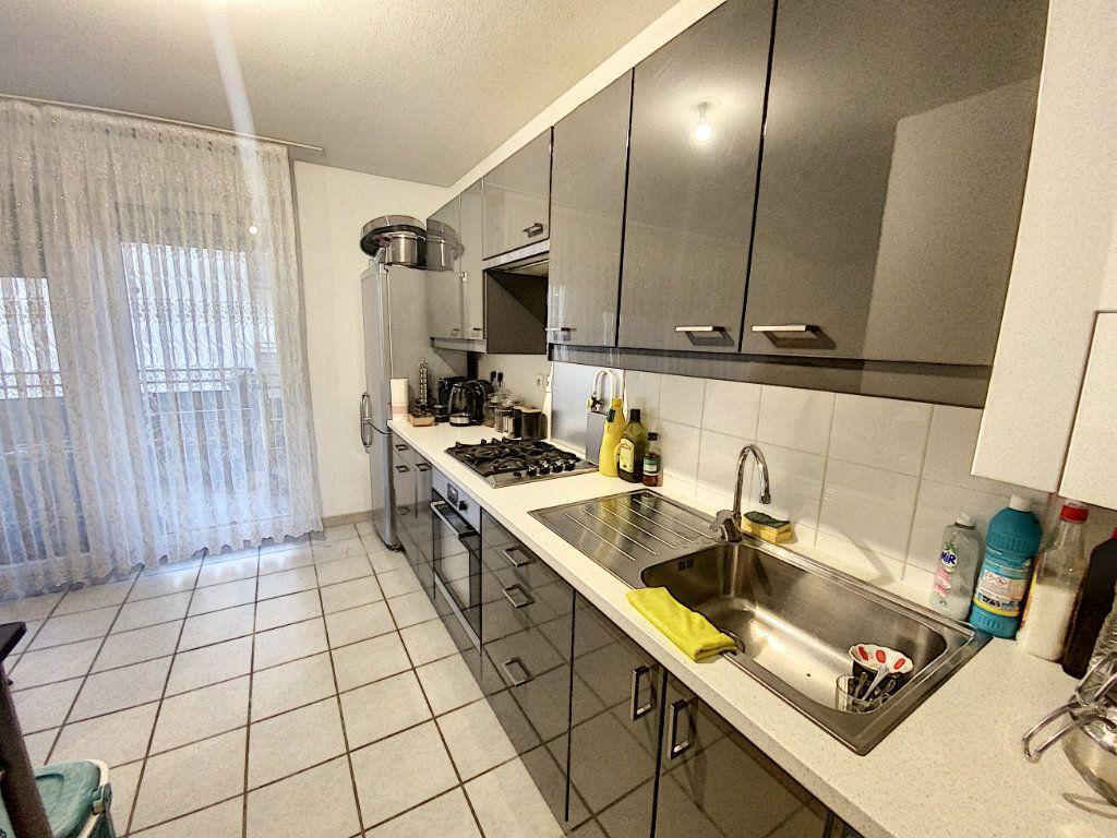 Appartement à vendre 3 72m2 à Morières-lès-Avignon vignette-4