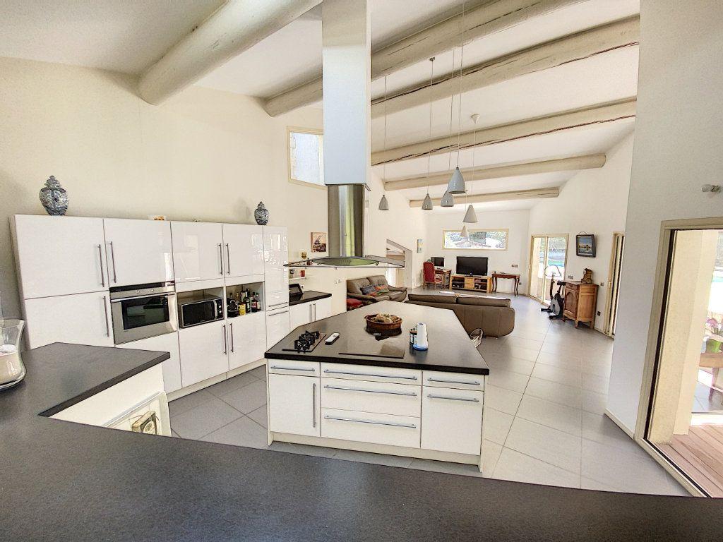 Maison à vendre 8 300m2 à Saint-Saturnin-lès-Avignon vignette-9
