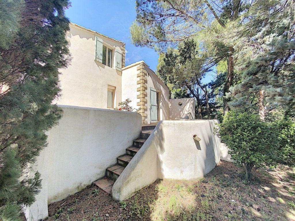 Maison à vendre 8 300m2 à Saint-Saturnin-lès-Avignon vignette-10