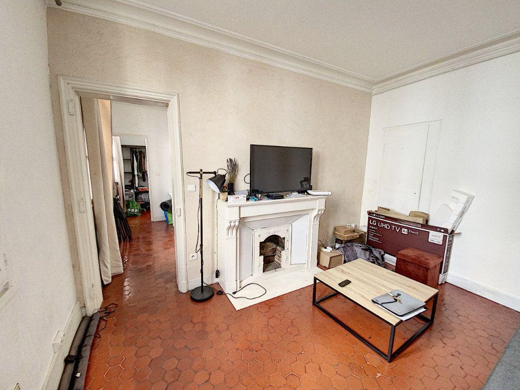 Immeuble à vendre 0 53m2 à Avignon vignette-3