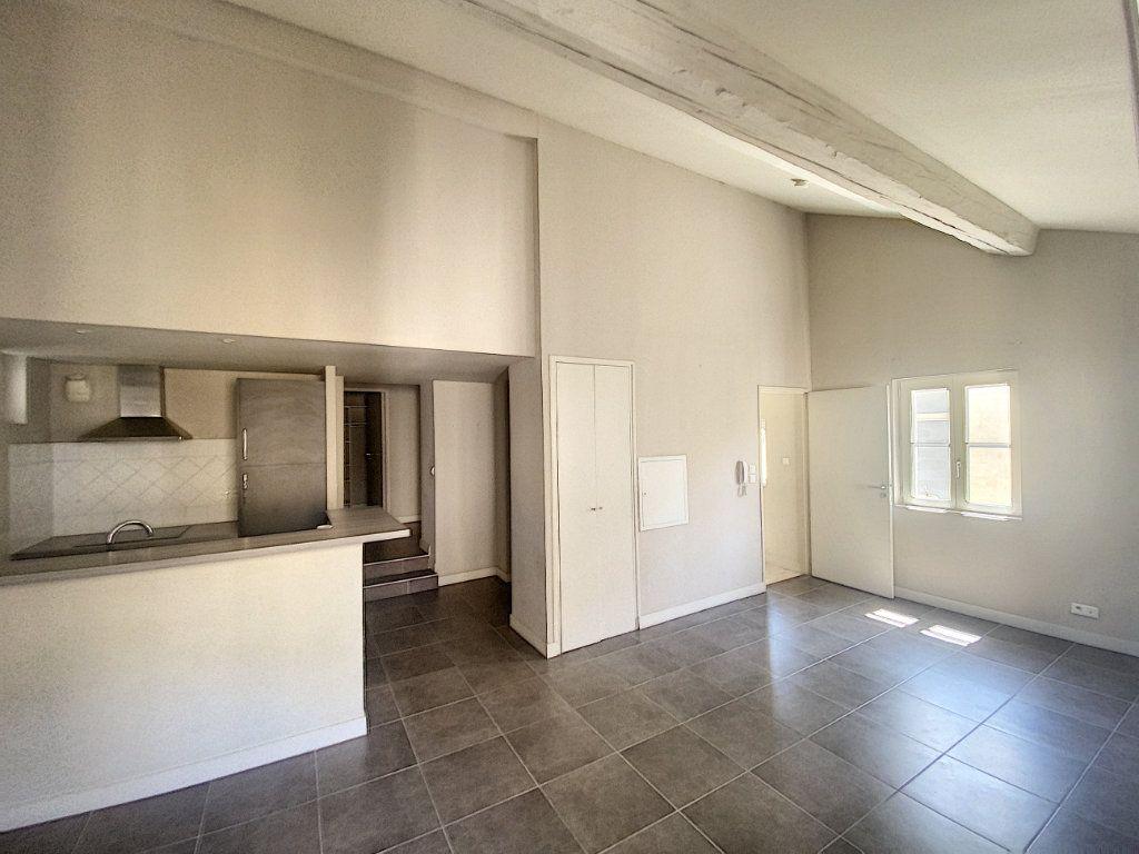 Appartement à vendre 3 67.65m2 à Avignon vignette-1