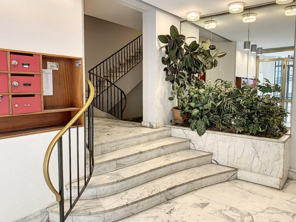 Appartement à vendre 2 64m2 à Avignon vignette-6