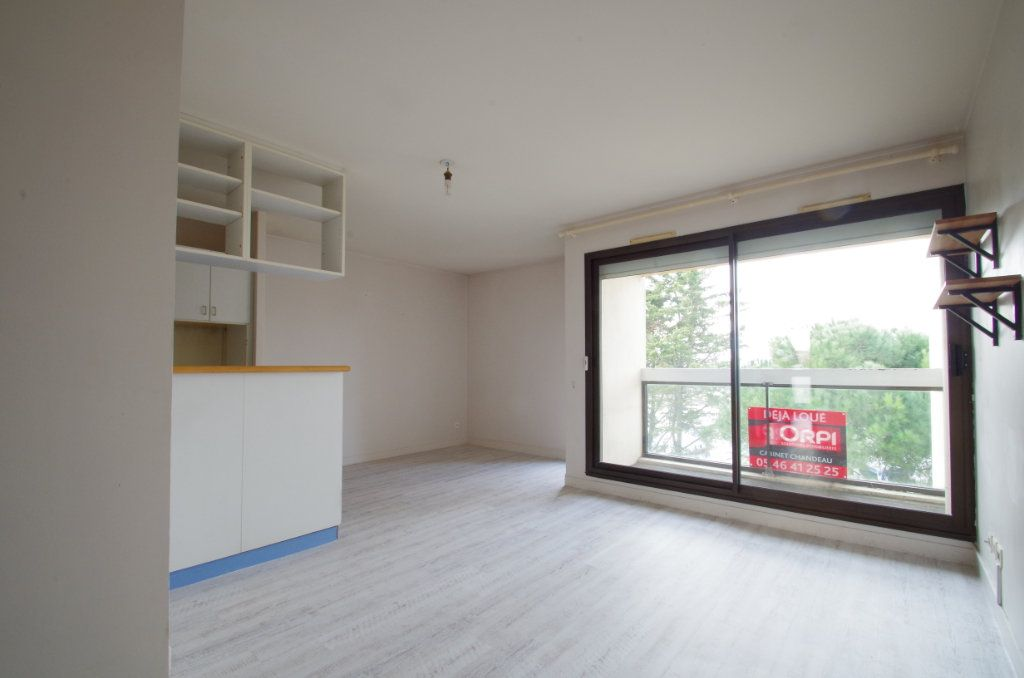 Appartement à louer 3 56.8m2 à La Rochelle vignette-1