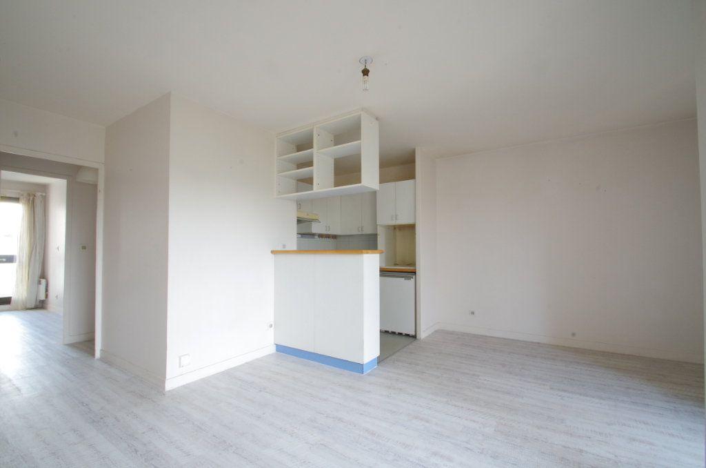 Appartement à louer 3 56.8m2 à La Rochelle vignette-2