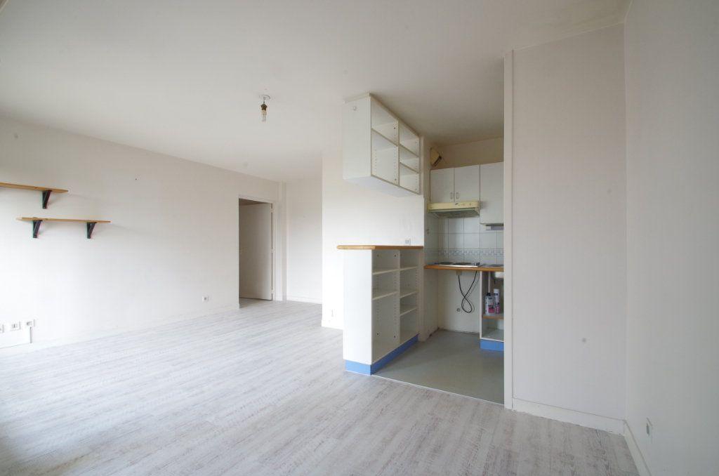 Appartement à louer 3 56.8m2 à La Rochelle vignette-3