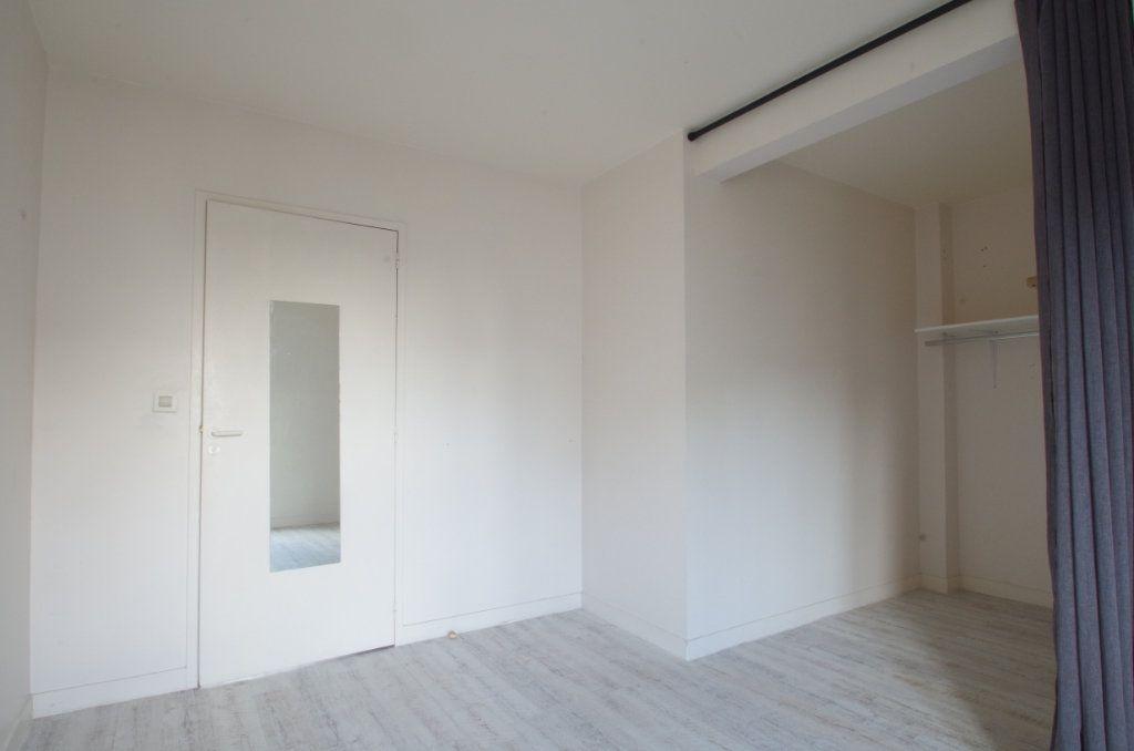 Appartement à louer 3 56.8m2 à La Rochelle vignette-4
