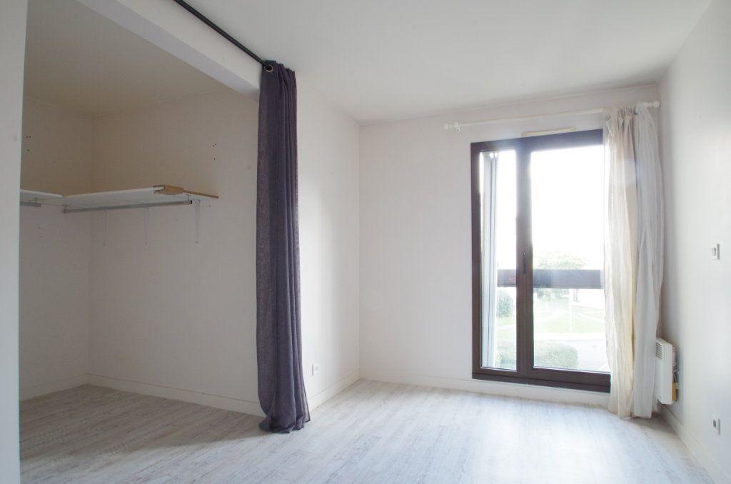 Appartement à louer 3 56.8m2 à La Rochelle vignette-5